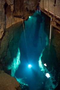 龍泉洞地底湖2